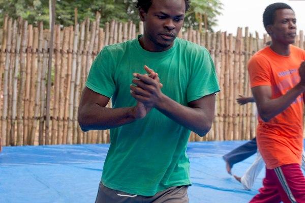 Premier atelier de la formation d'un mois, anime par Papy aux studios Kabako. Kisangani, RD Congo, 23 juillet 2012